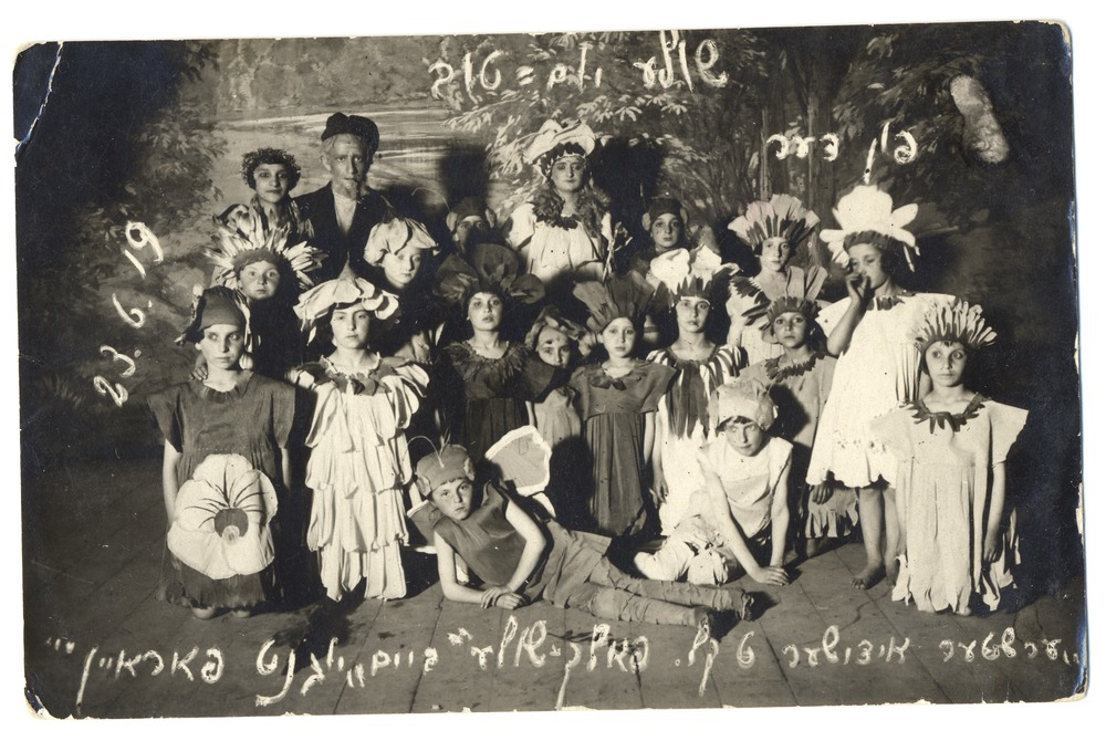 PO 188 - 1919 - children from folkshul in costume for a play.tif