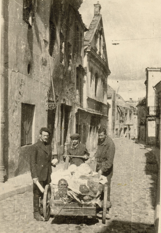 710.24a - Vilna, 1944 - A Sutzkever, an unidentified man, and Gershon Abramowicz bringing YIVO materials hidden during the war to a new Jewish museum.jpg